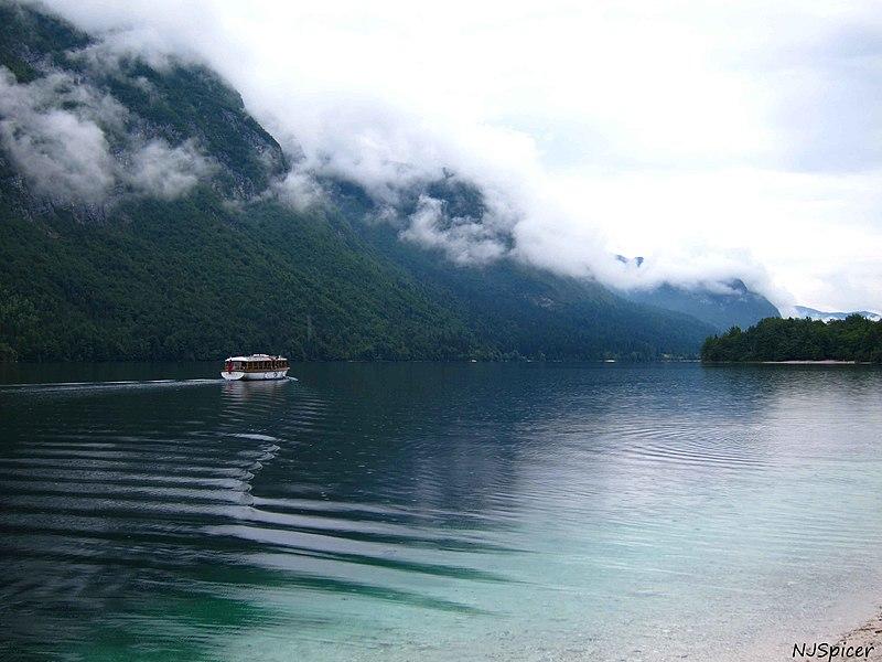 File:Lake Bohinj Slovenia (5367584646).jpg