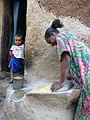 Lalibela-Mouture du sorgho en farine (1).jpg