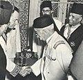Lamine Bey recevant Roger Seydoux en présence d'Habib Bourguiba.jpg
