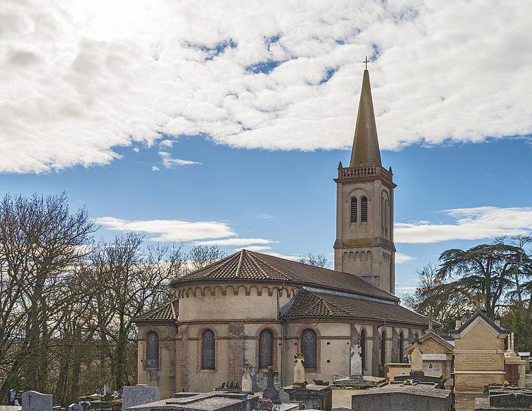 English:  Apse of the church Saint-Barthélemy from Launaguet.