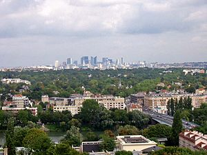 Le Pecq - Le Pecq seen from the Château de Saint-Germain-en-Laye, with La Défense in the distance