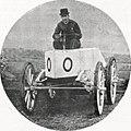 Le comte Gaston de Chasseloup-Laubat sur Jeantaud Duc électrique Profilée, recordman de vitesse le le 4 mars 1899 à Achères.jpg