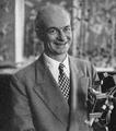 Linus Pauling 1955b.png
