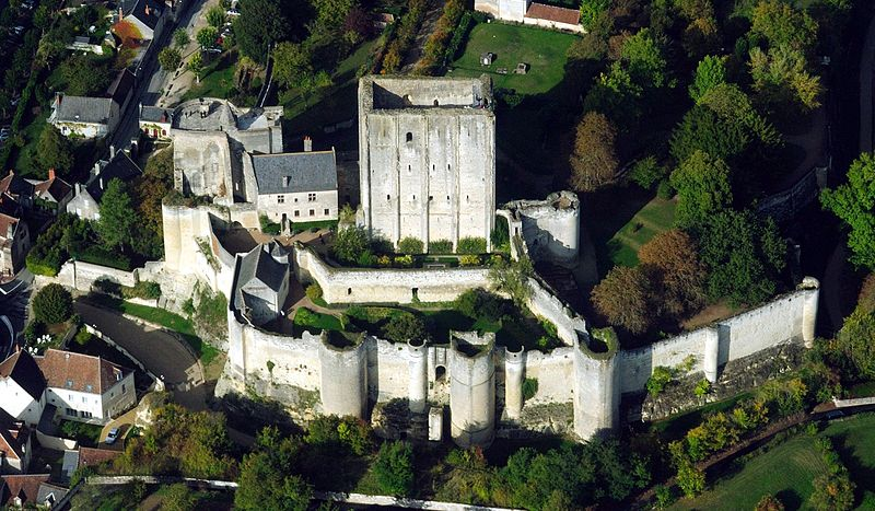 File:Loches dungeon, aerial view from West.jpg