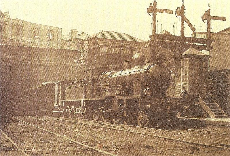File:Locomotiva CP 355 no Rossio - Os Caminhos de Ferro Portugueses 1856-2006.jpg