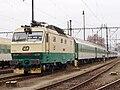 Lokomotiva 150.202 s vlakem, Praha-Smíchov.jpg