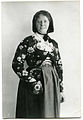 Louise Hagberg (1868-1944), amanuens vid Nordiska museet iklädd folkdräkt - Nordiska Museet - NMA.0058592.jpg