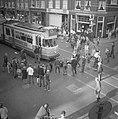 Luilak in Amsterdam, de jeugd versperde de trambaan in de Van Woustraat, Bestanddeelnr 915-2137.jpg