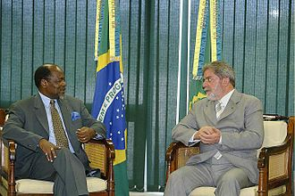 Joaquim Chissano - Chissano meets the President of Brazil, Lula da Silva in 2004.