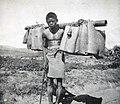 Madagascar-Porteur de bagages.jpg