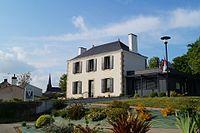 Mairie de Grand'Landes (vue 1, Éduarel, 8 mai 2017).jpg