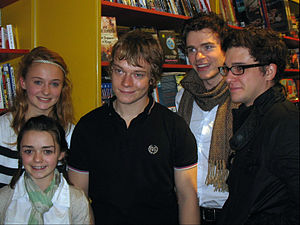Alfie Allen - Image: Maisie Williams, Sophie Turner, Alfie Allen, Richard Madden and Kit Harington (cropped)
