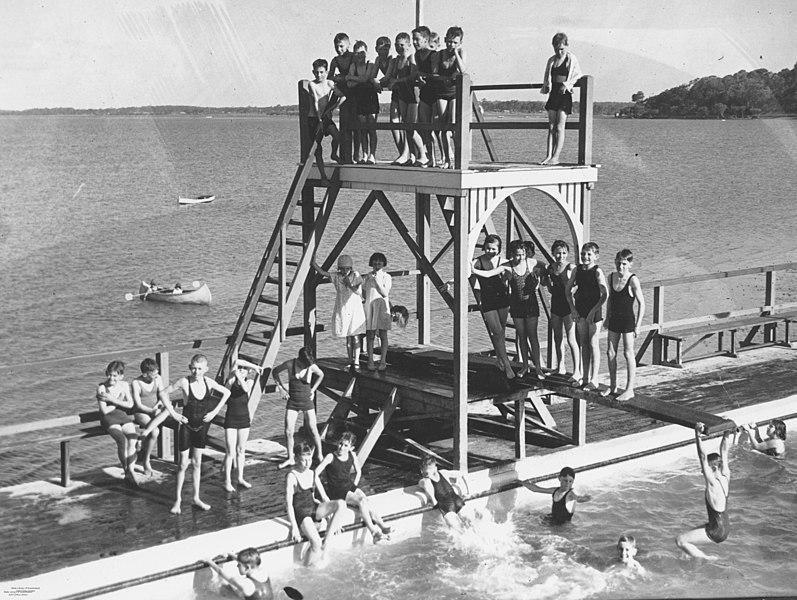 File:Manly Swimming Pool Brisbane 1936 (29672165206).jpg