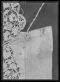 Manschett av linne med sydd spets, använd till Gustav II Adolfs första sveptröja - Livrustkammaren - 35173.tif