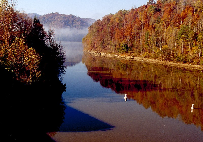 [عکس: 800px-Martins_Fork_Lake_Kentucky.jpg]