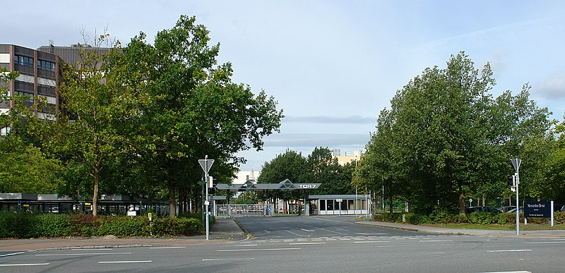 File:Mercedes-Werk - Bremen, Hermann-Koenen-Straße, Tor 7.jpg
