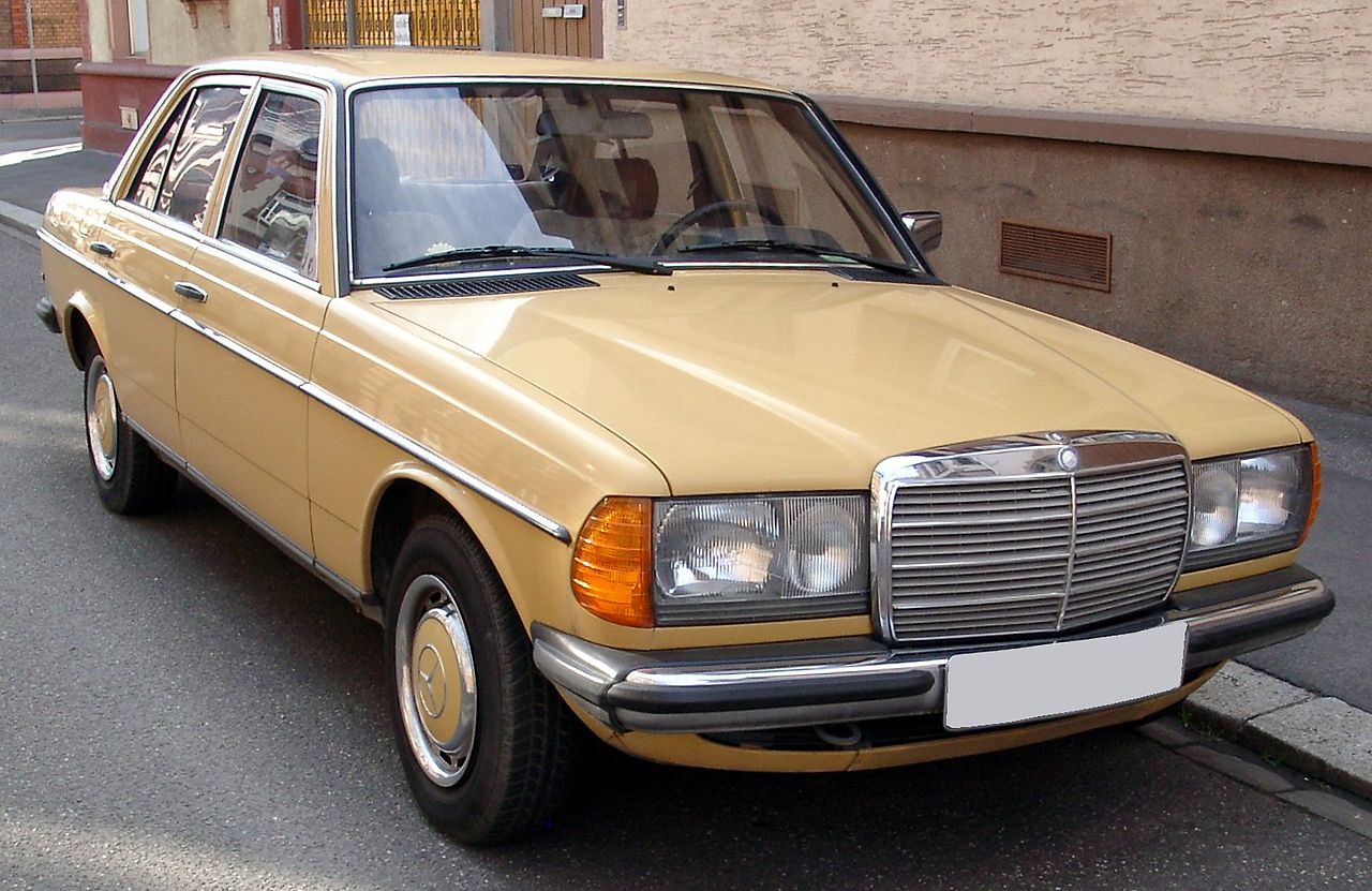 file mercedes w123 front wikimedia commons. Black Bedroom Furniture Sets. Home Design Ideas