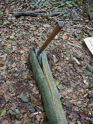 Wood splitting - Splitting or riving a log