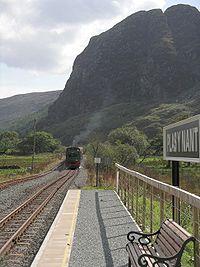 Mileniwm approaching Plas-y-Nant station.jpg
