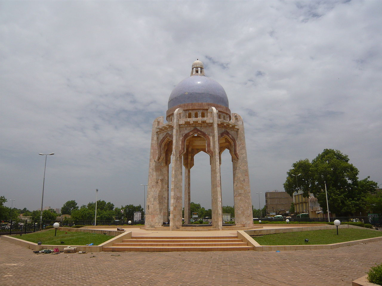 Anschlag auf das Radisson Blu Hotel in Bamako, Mali 1280px-Monument_Al_Quoods_-_Bamako