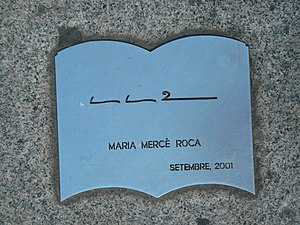 Maria Mercè Roca - Plaque with Maria Mercè Roca's signatura, at the foot of the Monument to the Book in Barcelona