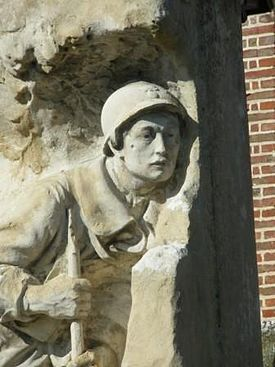Monument aux morts at Arry 2.JPG