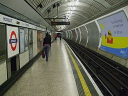 Moorgate station Northern southbound look north