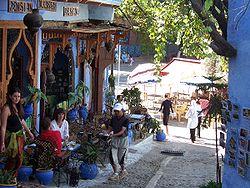 السياحة في المغرب 250px-MoroccoChefchaouen_downtown