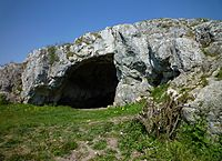 Nördlingen - Ofnethöhle auf dem Riegelberg 02.jpg