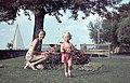 Nő és gyerek 1943-ban a MAC klubház kertjében. Fortepan 26071.jpg