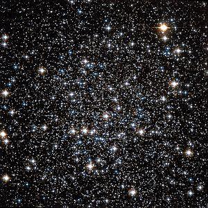 NGC 288 Hubble WikiSky.jpg