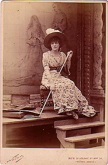 220px Nadar%2C F%C3%A9lix   Sarah Bernhardt %281845 1923%29   La Tosca   1887 - STAGIONE TEATRALE  2018    SIROLO