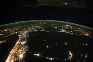 دوتنه:Night Pass over Central Africa and the Middle East.ogv