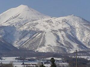 日本語: ニセコ町里見付近から望む