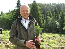 Norwegian Minister of Agriculture and Food, Trygve Slagsvold Vedum, planting forest in Åsen, Levanger.jpg
