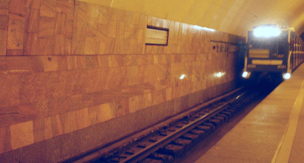 Наплатформе метро «Новочеркасская» зажегся светильник
