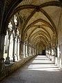 Noyon (60), cathédrale Notre-Dame, cloître, galerie ouest, vue vers le sud.jpg