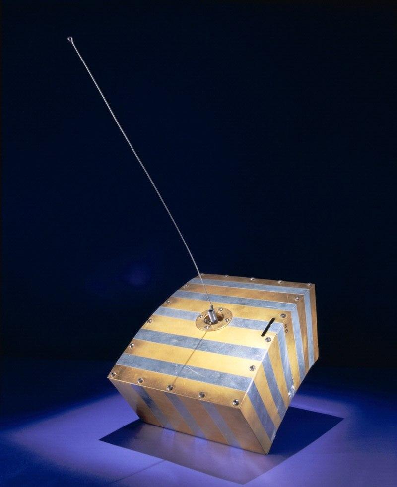 800px-OSCAR_1_satellite-01.jpg