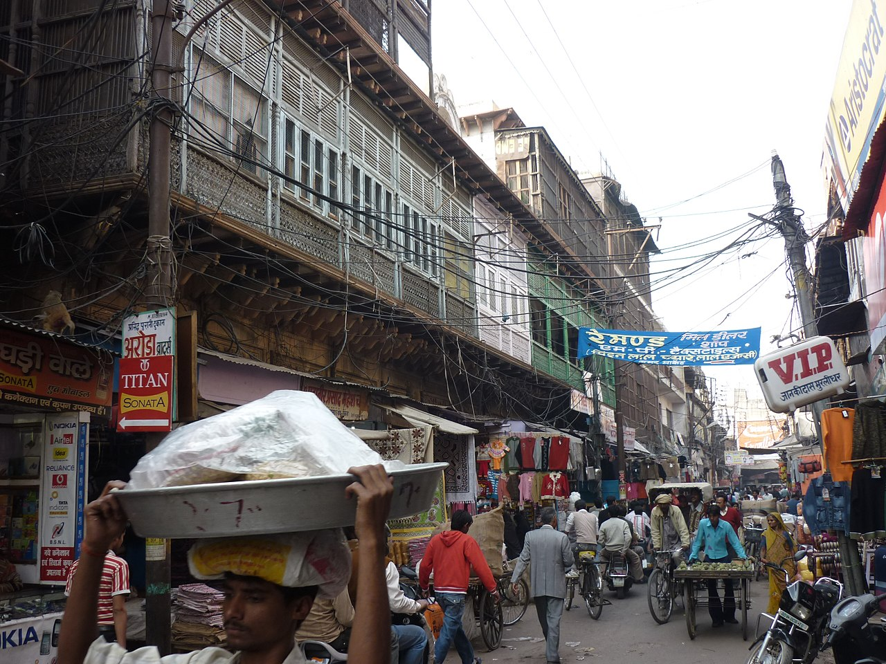 File:Old Bazaars of Agra, lots of activity and beautiful old
