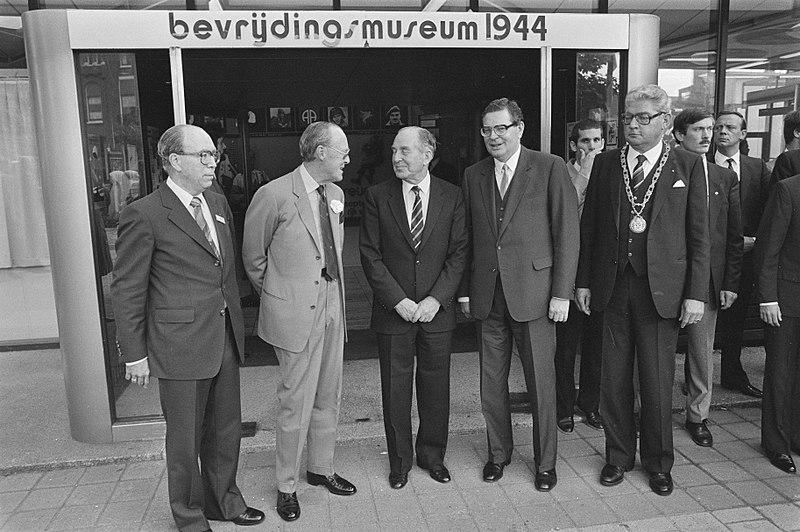 File:Opening Bevrijdingsmuseum in Nijmegen en herdenking Operatie Market Garden, Bestanddeelnr 933-0808.jpg