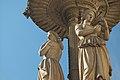 Opernbrunnen operngasse detail mitte 01.jpg