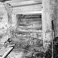 Oude stenen trap in kelder onder voormalige binnenplaats gezien naar het oosten - Delft - 20048991 - RCE.jpg