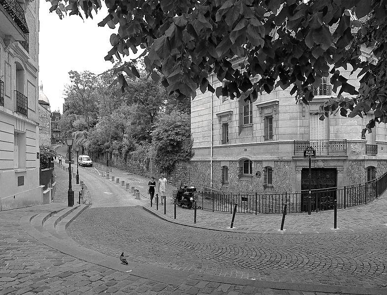 Fichier:P1260923 Paris XVIII place Dalida bw rwk.jpg