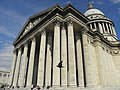 Panthéon ou grâce d'un pigeon.jpg