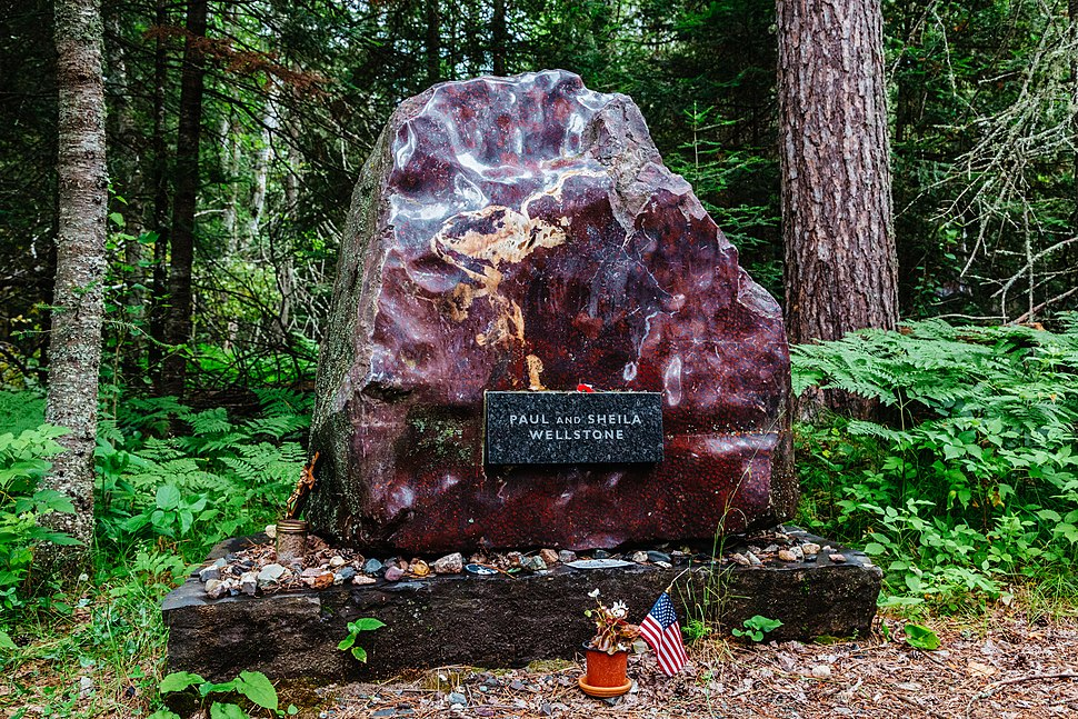 Paul and Sheila Wellstone - Memorial Site, Eveleth, Minnesota (35191438863)