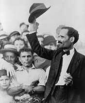Pedro Albizu Campos raising his hat to a crowd, 1936.jpg