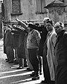 Persone che assistono al funerale delle vittime dell'eccidio delle Fonderie Riunite di Modena.jpg