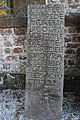 Pierre tombale ancienne à Lignou.jpg