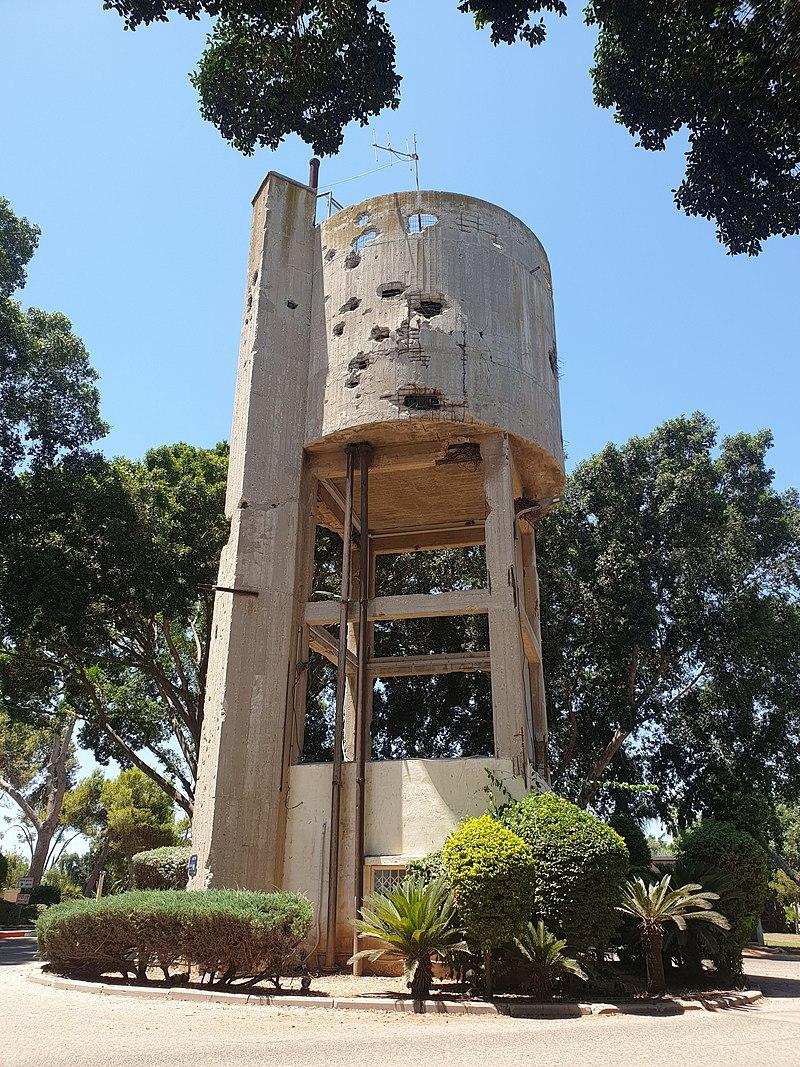 מגדל המים בקיבוץ נגבה