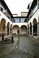 Pistoia, chiesa di San Pier Maggiore, chiostro 01.jpg